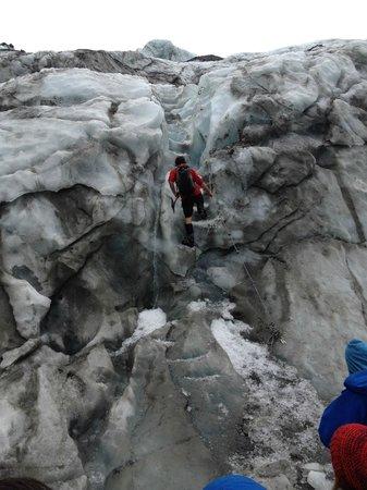 Franz Josef Glacier Guides: Cutting steps to ascend the glacier