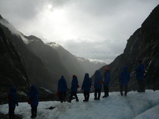 Franz Josef Glacier Guides : Admiring the view towards the end of our hike