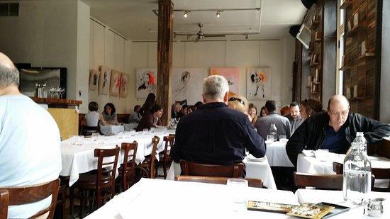 Le Clocher Penche Restaurant : Inside of the restaurant