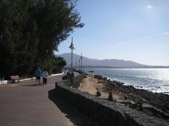 Iberostar Lanzarote Park: walk towards centre