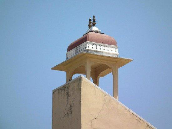 Jantar Mantar - Jaipur: Observation deck of the samrat yantra (Giant sundial).