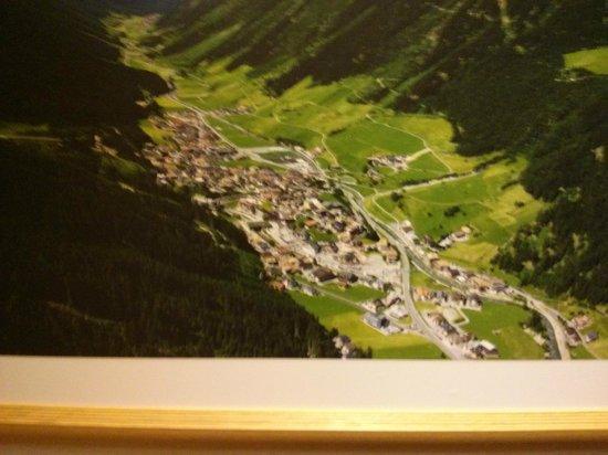 Hotel Vista Allegra: Ischgl from above (lift 5min. walk from Hotel)