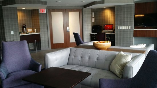 Marriott Marquis Washington, DC : The new club lounge concept! It is an excellent space!