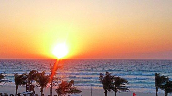 NYX Hotel Cancun: Рассвет