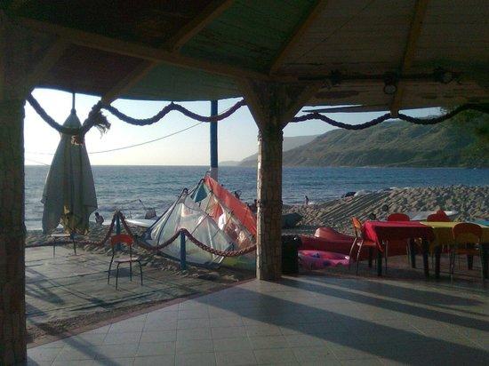 Villaggio Sayonara Club: Il Beach del Sayonara Club: la rotonda sul mare.