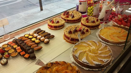 Flavors of Paris Walking Tours: Lovely pastires at Gerard Mulot