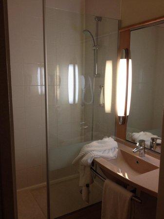 ibis Paris Bercy Village 12eme: La salle de douche