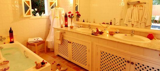 Hotel Palais Saguia: salle de bain
