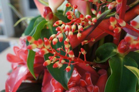 Peninsula Boutique Hotel: Hotel flower arrangement