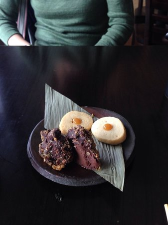 Yatai Izakaya: Petit Fours desserts. Yamasaki 12+ dark chocolate truffles £3.5