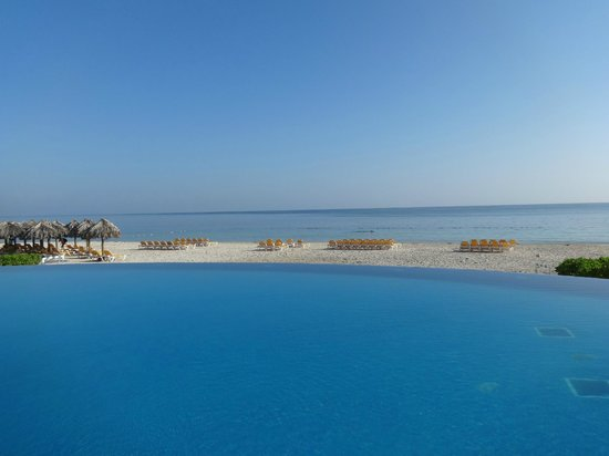 Iberostar Rose Hall Suites: View from pool over looking beach