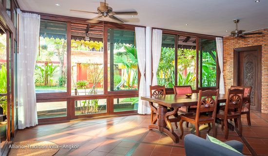 Alliance Tradition Villa - Charming Small Hotel: Family Suite pool view dining area & lounge