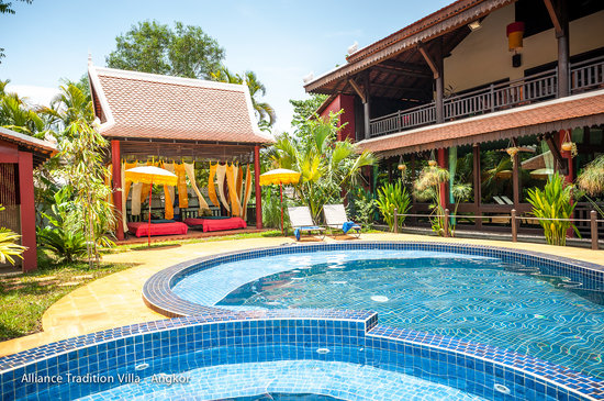 Alliance Tradition Villa - Charming Small Hotel: swimming pool and massage area