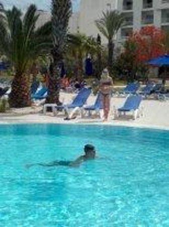 Saphir Palace & Spa: бассейн достаточно большой