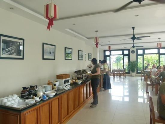 Sunshine Hotel Hoi An: buffet breakfast