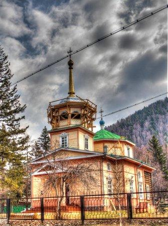 Lake Baikal: Wooden church in Listvyanka