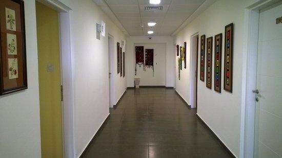 Villa Nazareth Hotel: Hallway to rooms