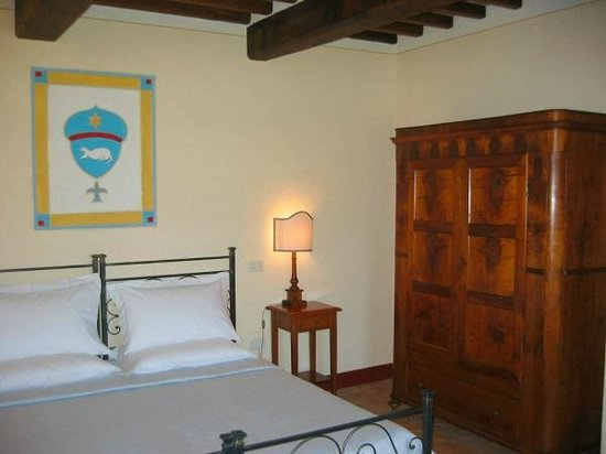 Casa Portagioia: Very comfortable beds with charming room settings