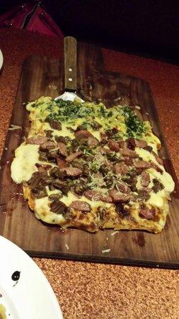 Muzzarella: 1/2 Popeye 1/2 Argentina pizza = amazing