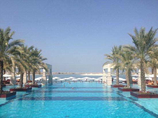Jumeirah Zabeel Saray: Pool area 2