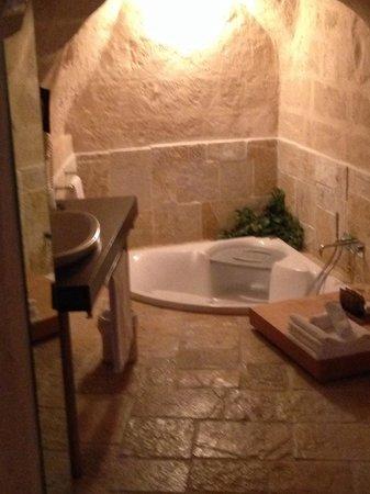 Hotel La Casa di Lucio: Bagno a vista della suite