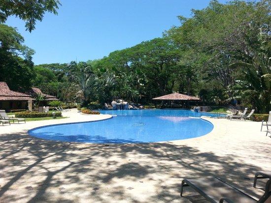 Casa Conde Beach-Front Hotel : Gran piscina