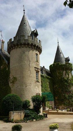Chateau de Bellecroix : Front of the hotel