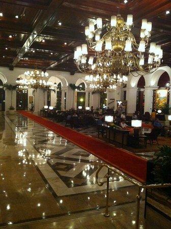 The Manila Hotel: lobby