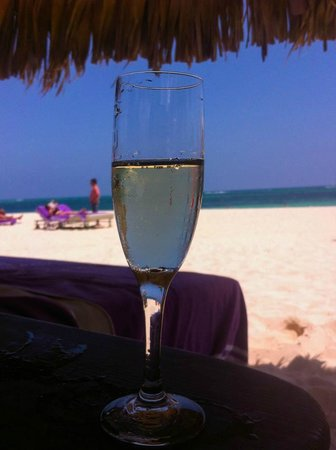 Paradisus Palma Real Golf & Spa Resort: champagne frente ao mar