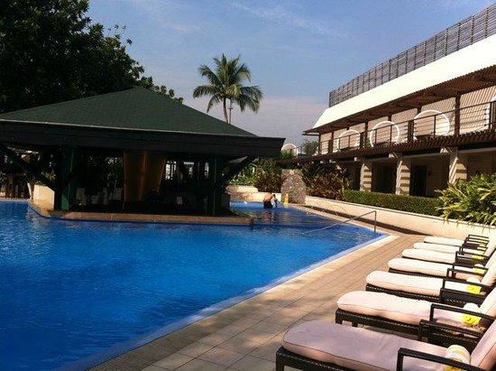 The Manila Hotel: pool