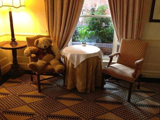Lilianfels Blue Mountains Resort & Spa: Lilianfels Teddy in the lounge