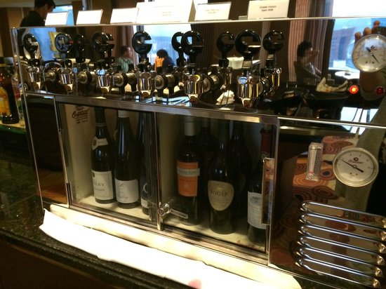 Lotte Hotel Seoul: Happy Hour Wine Buffet Selection at Club Lounge