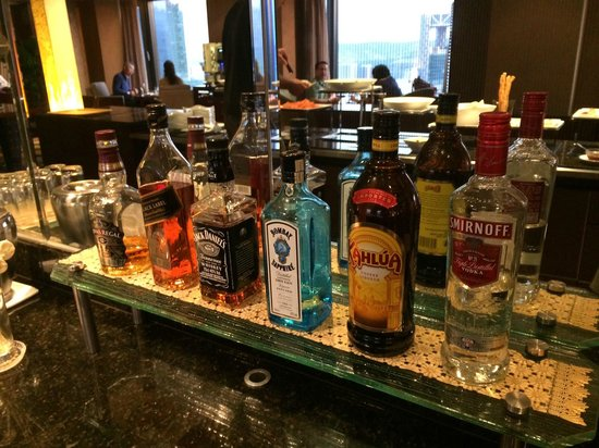 Lotte Hotel Seoul: Happy Hour Liquor Buffet Selection at Club Lounge