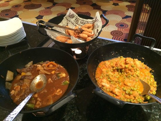 Lotte Hotel Seoul: Happy Hour Food selection at Club Lounge