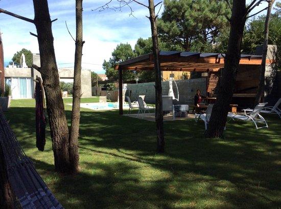 Yumbotik Art Hotel: zona de piscina