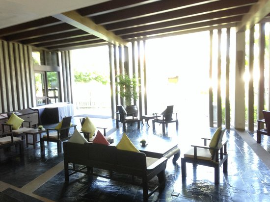 Aonang Villa Resort: Lounge where afternoon tea is served daily 4-5pm