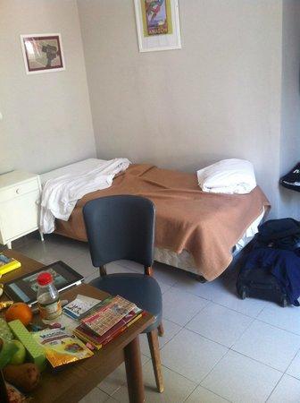 Tomato Backpackers Hotel : guter Schlaf auf nicht zu weichem Bett :-)