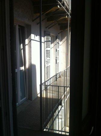 Tomato Backpackers Hotel : Blick auf den Balkon