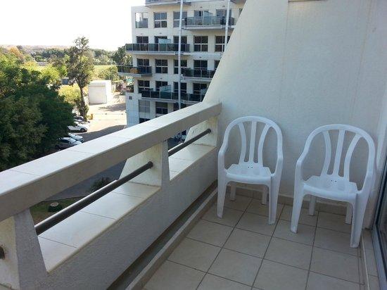 Kfar Maccabiah Hotel & Suites: Terraza