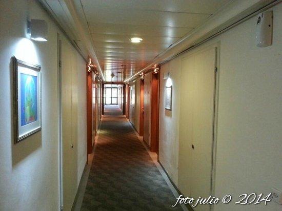 Kfar Maccabiah Hotel & Suites: Vista del piso