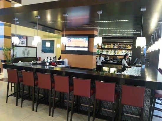 Kfar Maccabiah Hotel & Suites: Bar del hotel