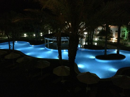 Atrium Palace Thalasso Spa Resort & Villas : At night: it's a fairytail!