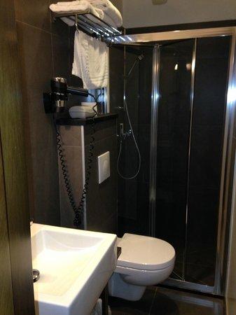 Art Hotel Congres: Bathroom