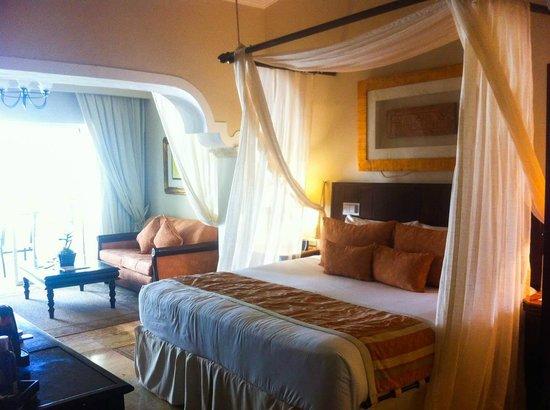 Paradisus Palma Real Golf & Spa Resort: nuestra cama en la habitacion