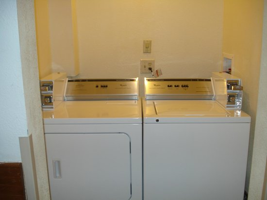 GuestHouse Inn & Suites Albuquerque : Laundry Facility