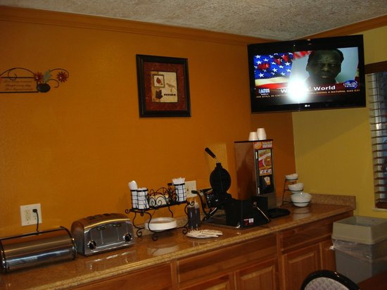 GuestHouse Inn & Suites Albuquerque : Breakfast Area