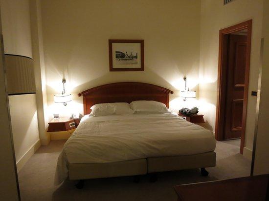 Rosa Grand – Starhotels Collezione : 隣の人の動きが気にならないベッド