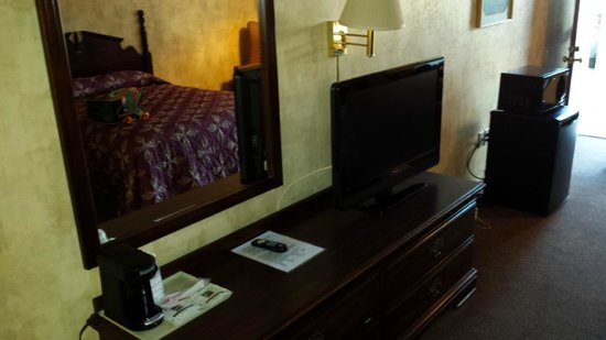 Queen of Diamonds Inn: View inside our room