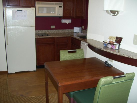 Residence Inn Tampa Downtown: kitchen