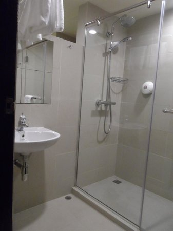 See through glass wall to bathroom picture of strand for Non see through glass for bathrooms